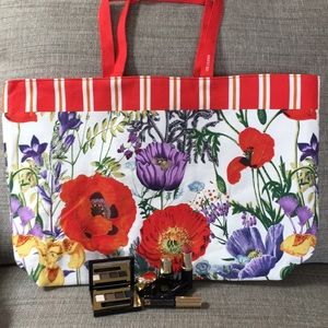 Estée Lauder Summer tote with samples